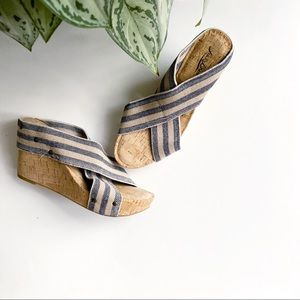 Lucky Brand Miller Blue Tan Striped Wedge Size 9.5